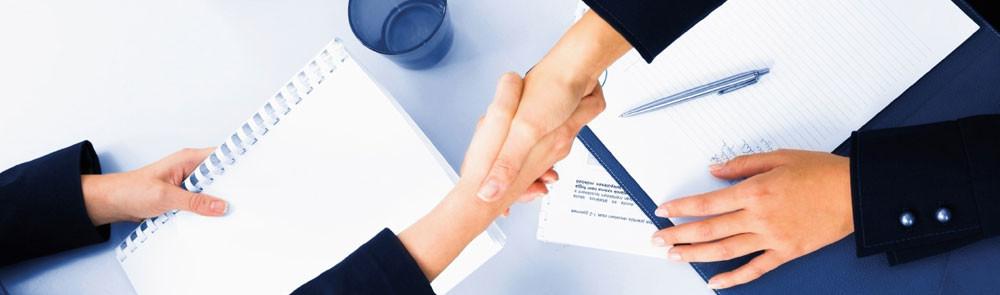 Haendeschuetteln Wirtschaftskanzlei Zusammenarbeit Vertraege Beratung Notizen BAyern